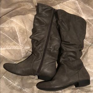 Shoes - Grey tall boots size 8